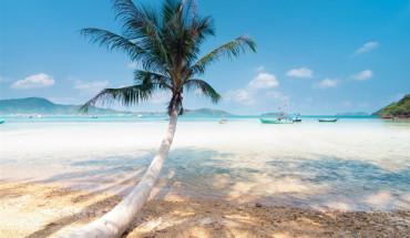 Nước biển trong xanh ở đảo Hải Tặc