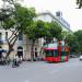 Xe buýt 2 tầng xuất hiện trên phố Đinh Tiên Hoàng trước cửa Bưu điện Hà Nội