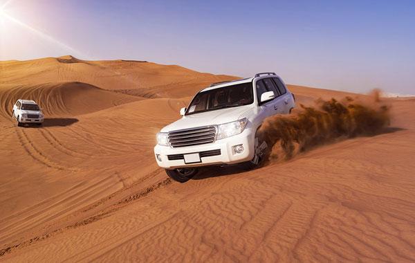 Land Cruiser chinh phục đồi cát