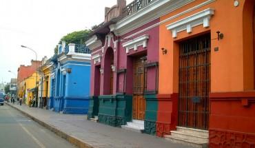 Các khu phố đầy sắc màu là kết quả của quá trình đô thị hóa tại Lima. Bạn sẽ thấy những ngôi nhà bao phủ bằng tường vữa đầy màu sắc và những tác phẩm nghệ thuật graffiti.