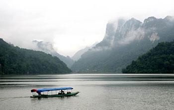 Tour Du Lịch: TP Hồ Chí Minh – Hà Nội – Hồ Ba Bể – Thác Bản Giốc – 4 Ngày