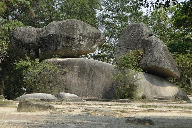 Tour du lịch Sầm Sơn & Thanh Hóa - hòn Trống Mái